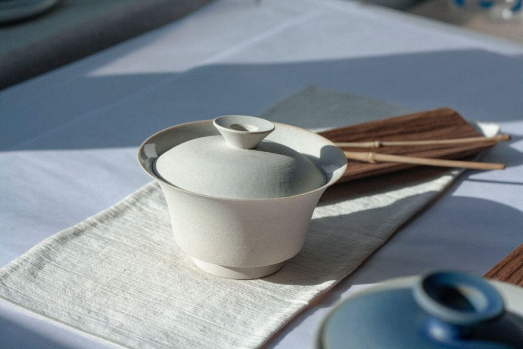 Gaiwan - How to make loose leaf tea without a strainer